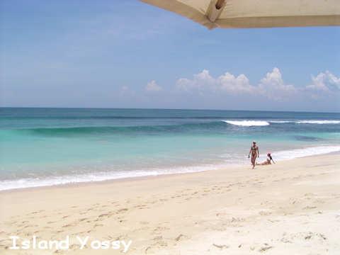 バリ島にも青い海が一部ですがあります